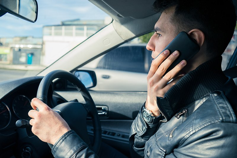 200 drivers caught a day using their mobile phone
