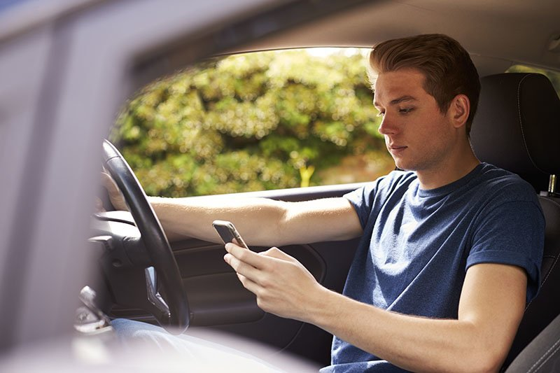 13% of motorists resolve to switch off their handsets when driving