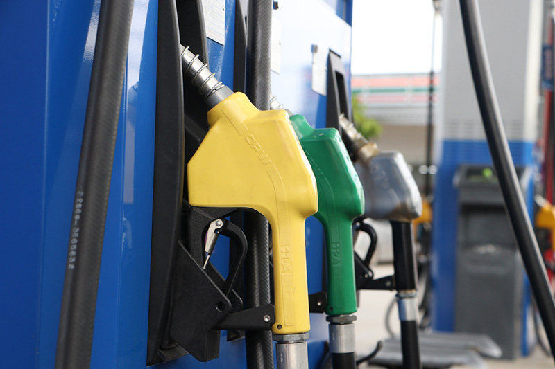 Image Caption Do supermarket fuel offers penalise low-income motorists?